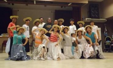 Jóvenes bailarines del Ballet Oficial del Festival del Chámame van a participar en Casquín 2014