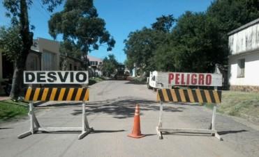 Llegó el día: comenzaron a reparar calle Brown