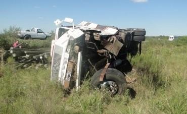 Otro accidente en la ruta provincial N° 2, un auto embiste a un camión
