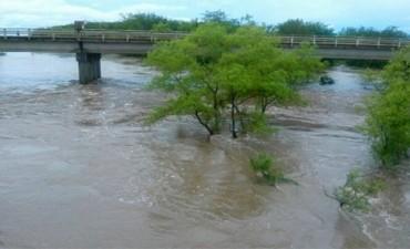 Tragedia por las lluvias: Un bebé murió ahogado por la crecida de un arroyo