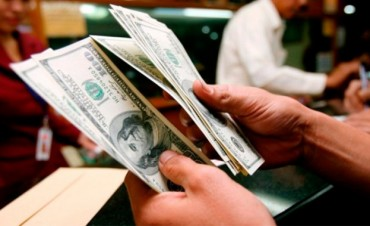 Ahora se pueden comprar dólares en efectivo sin límite y en cualquier banco