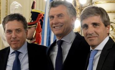 Macri tomó juramento a Dujovne y a Caputo en Casa Rosada