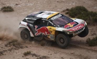 Con suspenso, Peterhansel va por más historia de la grande en el Dakar