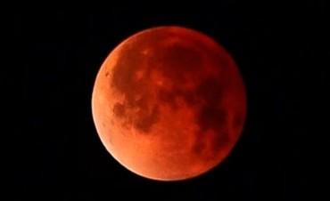 Luna roja y eclipses: La lista de fenómenos para mirar al cielo en 2018