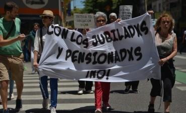 Jubilarse a los 70: ¿nueva polémica por un subsidio de $ 5.797?
