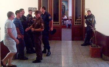 Policías se presentaron espontáneamente,  fueron detenidos y están alojados en la UNIDAD PENAL DE FEDERAL