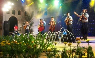 Cachito Gonzalez hizo armar la Bailanta en la última noche festivalera