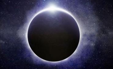 Esta noche se verán tres fenómenos: Luna de nieve, eclipse y cometa