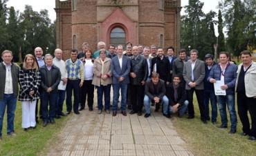 Bordet juntará a su tropa de intendentes por paritarias y crédito internacional