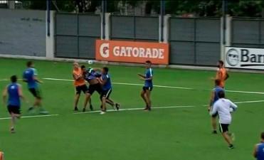 Insaurralde y Silva, a las trompadas en el entrenamiento de Boca