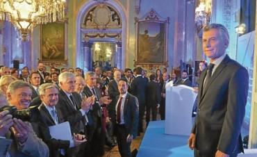 El 'fantasma Repsol' y el tironeo con Telefónica marcaron la gira de Macri