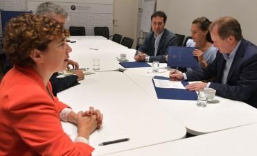Bordet firmó un convenio para reglamentar la ley del empleo público