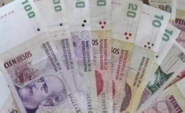 El gobierno mejoro la oferta y la eleva a cuatro mil pesos para los estatales