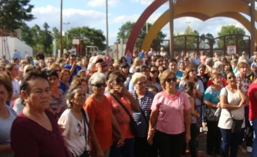 Un nutrido grupo de federalenses marcho en contra del cierre de la maternidad del Hospital Urquiza