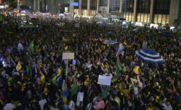 En Brasil  protestan en las calles para exigir la renuncia de Dilma Rousseff
