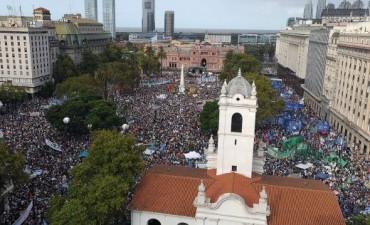 Amplia convocatoria en Plaza de Mayo para reclamar por los Derechos Humanos