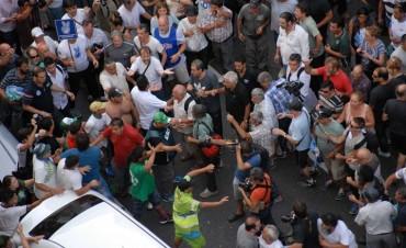 Tensión e incidentes en el final del acto: manifestantes exigieron que líderes de CGT pongan fecha al paro