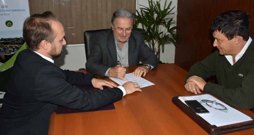 Se firmo el contrato para  la obra de readecuación del ex hospital de Federal para oficinas públicas.