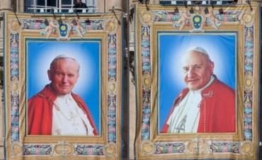 Ante un millón de fieles, Francisco celebró la canonización de Juan Pablo II y Juan XXIII