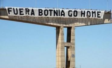 """Marcha contra la papelera: Ambientalistas renovaron su pedido para que """"Botnia se vaya"""""""