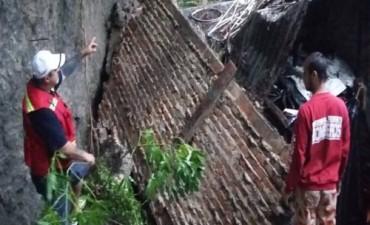 """""""Las barrancas del Paraná se están desmoronando y existe peligro de que ocurra cualquier fatalidad"""", advirtió el intendente de La Paz"""