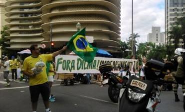 Multitudinarias marchas a favor y en contra del juicio político a Dilma Rousseff