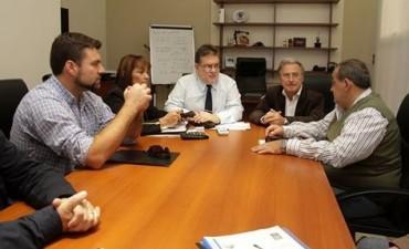 Chapino gestiono viviendas juntos a otros intendentes