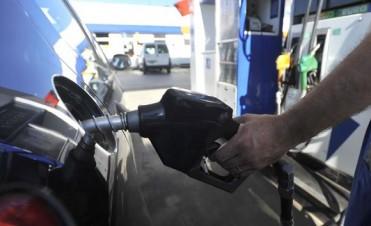 Prevén subas para las naftas y rebaja para el gasoil