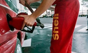 Cambiaría el negocio de los combustibles en el país: YPF quiere comprar Shell