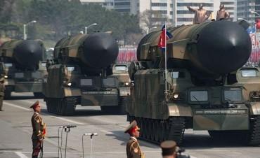 En plena escalada con EEUU, Corea del Norte exhibió su poderío militar
