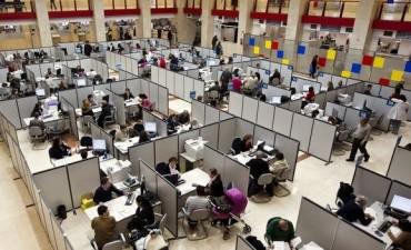 Estudian establecer premios y castigos a empleados públicos