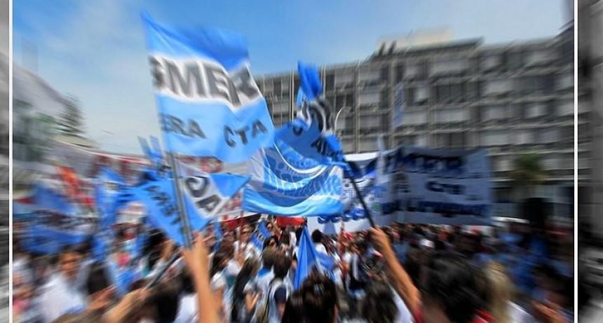 El gobierno y docentes se reúnen el viernes para destrabar el conflicto