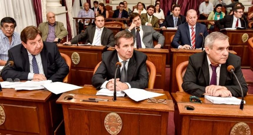 Los senadores radicales no acatarán la orden del partido de conformar un bloque aparte