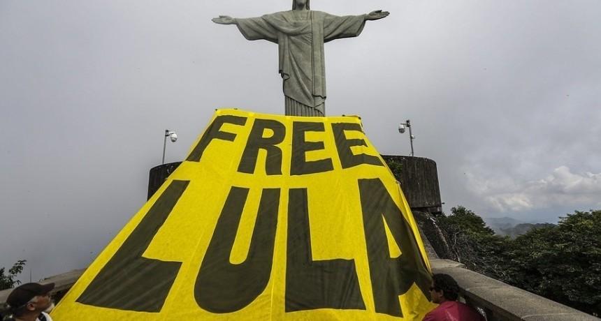 Aún desde la cárcel, Lula da Silva sigue al frente de las intenciones de voto