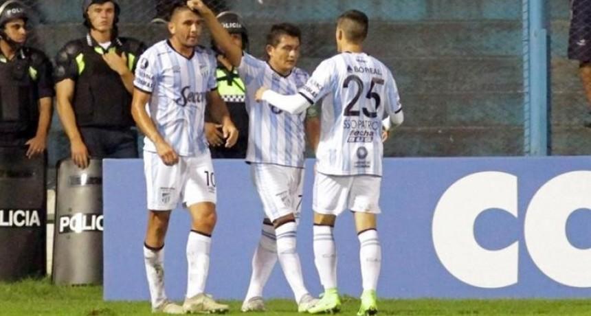 Atlético Tucumán volvió a ganarle a The Strongest y se afianza en el grupo