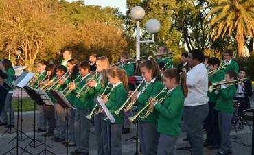 La Banda de Maciá brindó un concierto de música popular