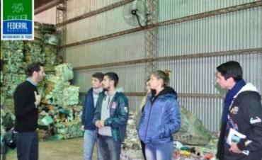 Funcionarios y operarios de San Salvador visitaron la Planta de Residuos