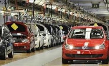 El 54% del valor del 0 km son impuestos: Bajarían presión impositiva para autos