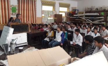 EL MUNICIPIO PROMUEVE CHARLAS EDUCATIVAS  SOBRE EL PROCESO DE LA MIEL