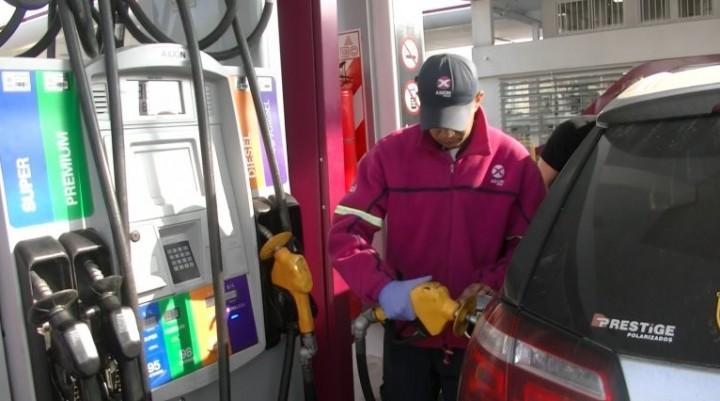 Petroleras evalúan implementar un nuevo aumento de las naftas