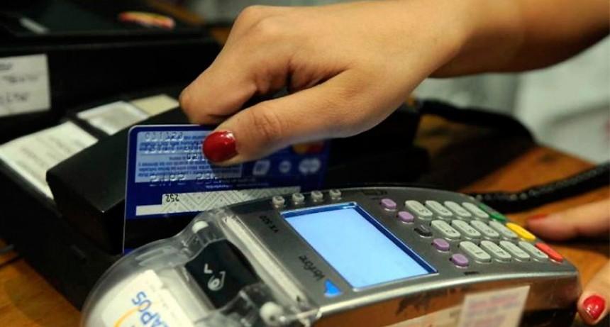 Será más caro endeudarse con tarjetas de crédito desde junio: Recomendaciones