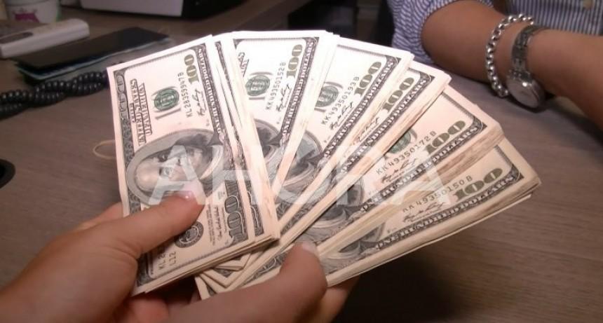 Otro día negro: el dólar cerró a $25,51 y fijó un nuevo pico histórico