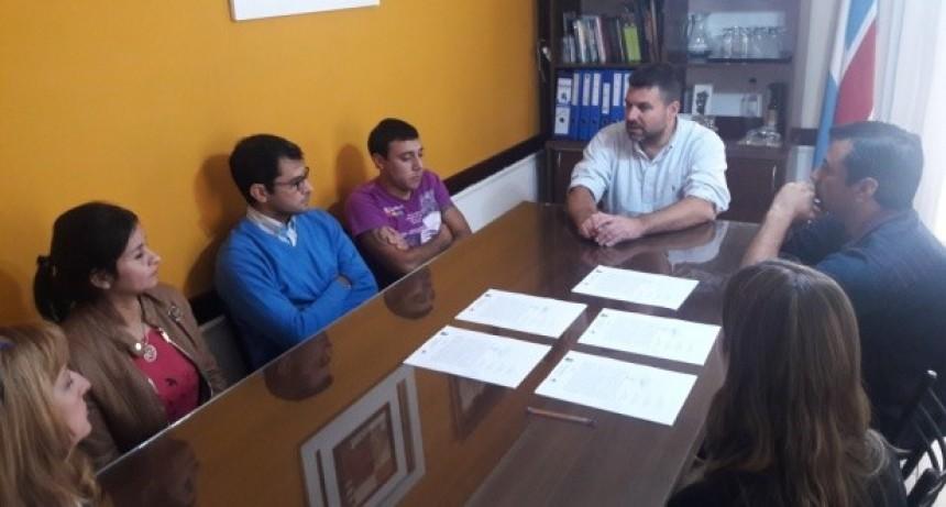 EL PRESIDENTE MUNICIPAL RECIBIÓ A LAS COMPARSAS LOCALES