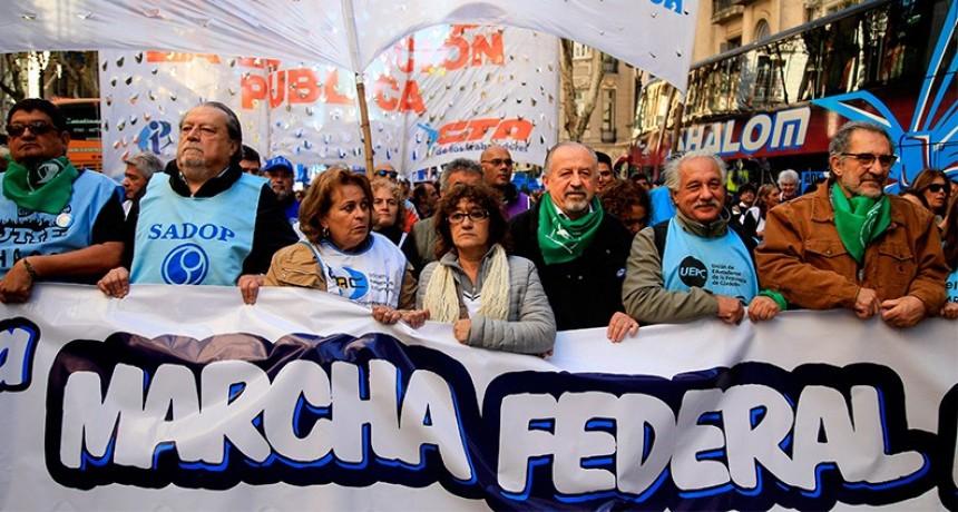 Duras críticas de gremios docentes al Gobierno en la Marcha Federal Educativa