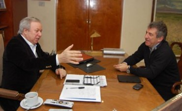 Sergio Urribarri  volvió a Santa Cruz y se reunió con Peralta