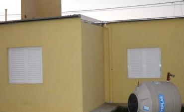 Problemas en las nuevas viviendas: el tanque de agua se desplomó