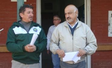 Felipe Torres entrego un aporte a la Escuela Agrotécnica