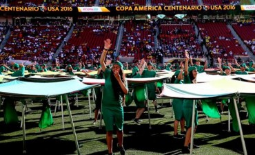 La Copa América Centenario se puso en marcha con un espectáculo colorido