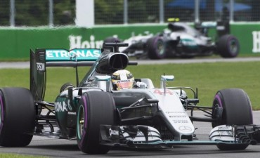 Apareció el campeón Lewis Hamilton.
