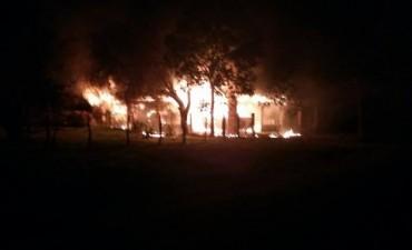 Incendio en vivienda de vecino en El Cimarrón